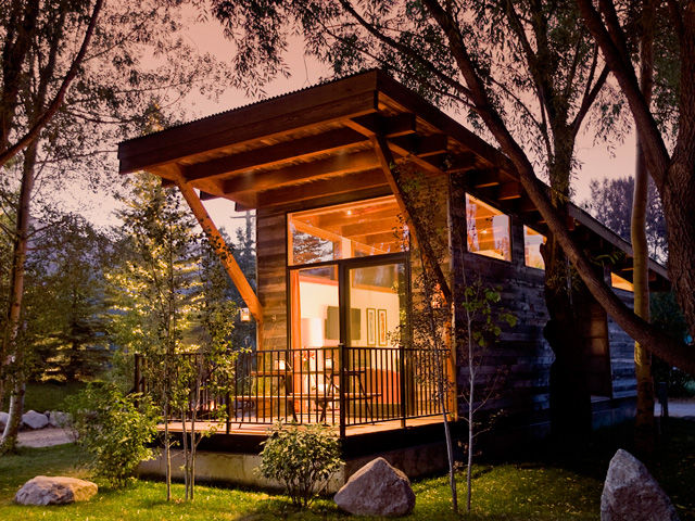 : Rolling Luxury Cabin Tiny House