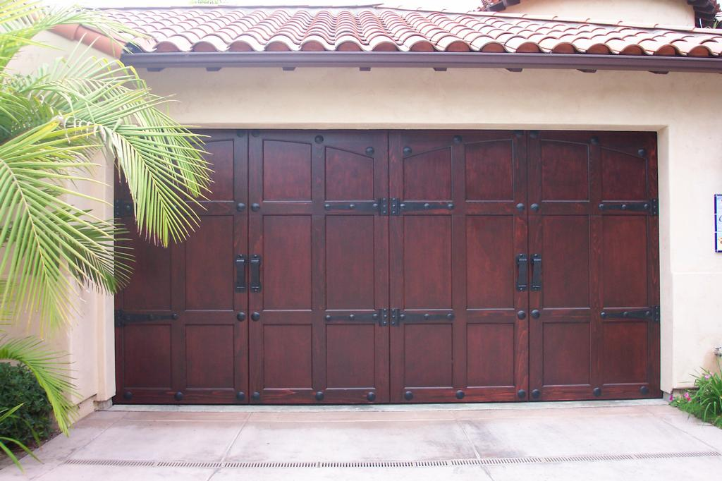 Modern and contemporary garage doors designs for Fiberglass doors pros and cons